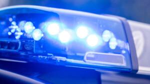 Mann stirbt nach Stichverletzungen – Suche nach Täter dauert an