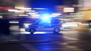 In Seat gekracht und Mann verletzt – Unfallfahrer und Frau hauen einfach ab