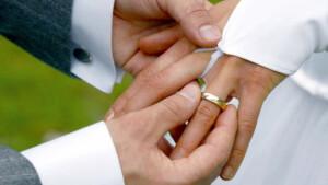 Paar will spontan heiraten und löst Polizeieinsatz aus