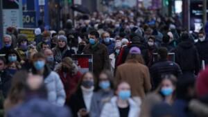Berliner Polizei und Ordnungsamt kontrollieren Corona-Auflagen in Shopping-Meilen
