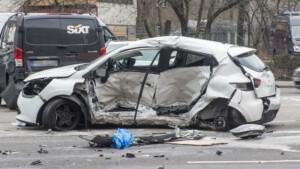 Trotz Vollbremsung krachte der Polizeiwagen mit 93 km/h in Fabiens Auto