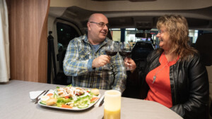Kreativ im Corona-Lockdown – Restaurants bieten Dinner im Wohnmobil an